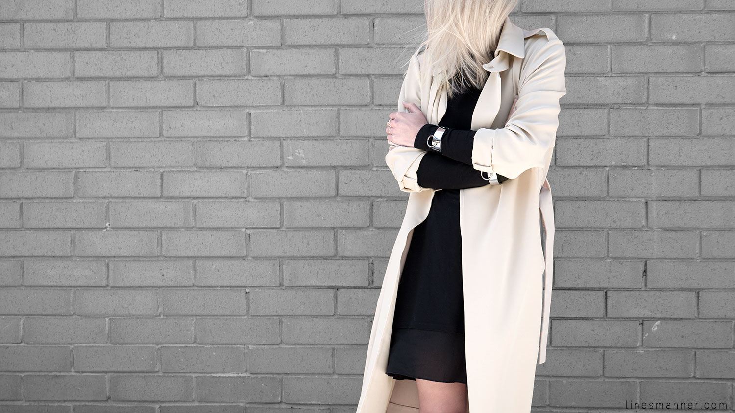 Lines-Manner-Trench-Minimal-Outfits-Fashion-Essentials-Classics-Timeless-Versatile-Details-Hues-Nonchalance-Elegance-Casual-Effortless-3