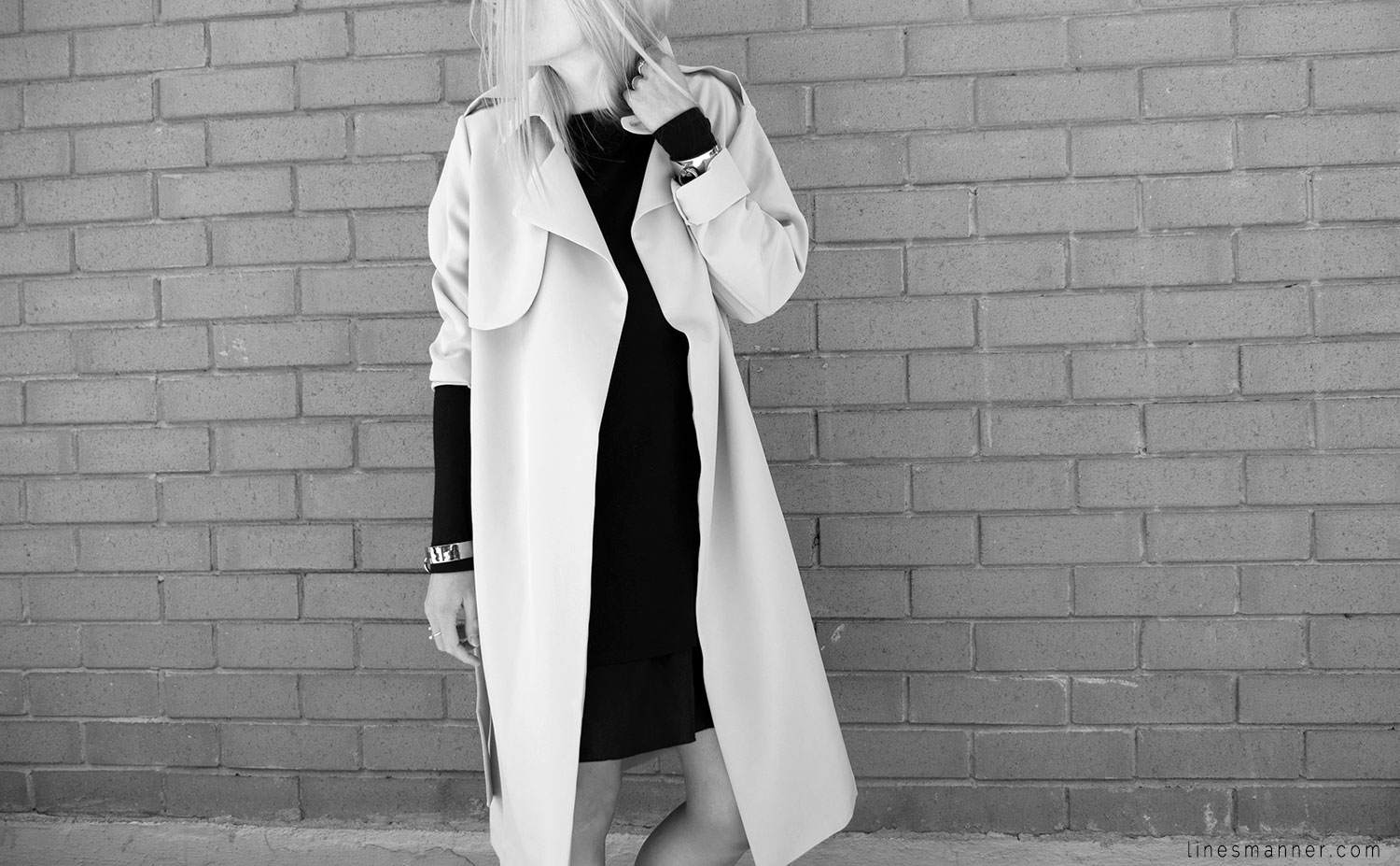 Lines-Manner-Trench-Minimal-Outfits-Fashion-Essentials-Classics-Timeless-Versatile-Details-Hues-Nonchalance-Elegance-Casual-Effortless-10