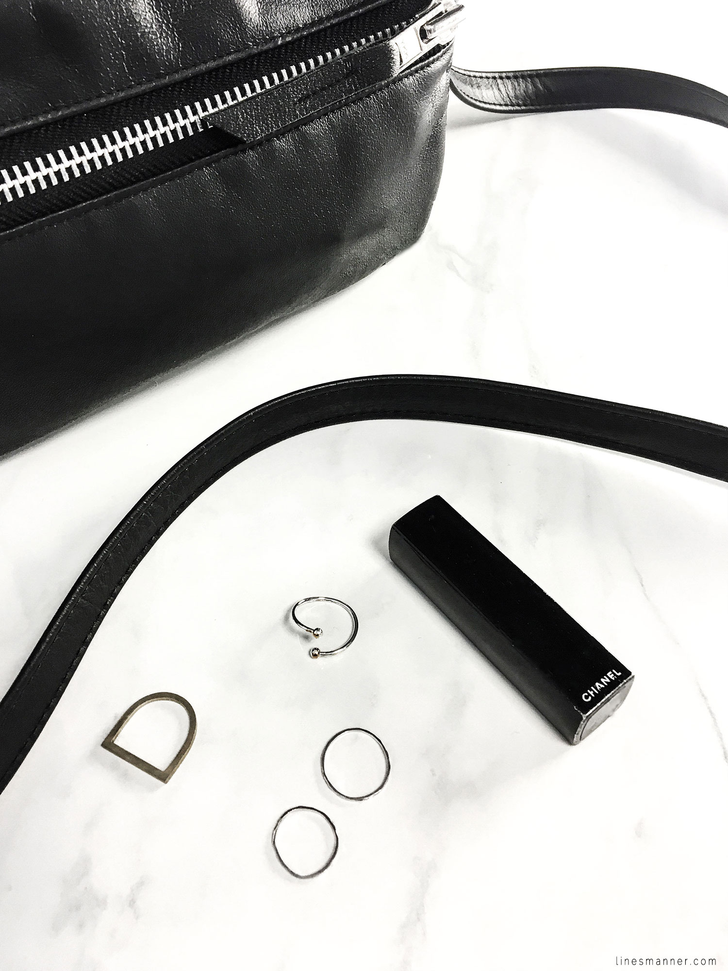 Lines-Manner-Flatlay-Monochrome-Essentials-Details-Jewellery-Hardware-Morning_routine-Black_and_white-White-Minimal-Impact-Classics-Timeless-Simplicity-3