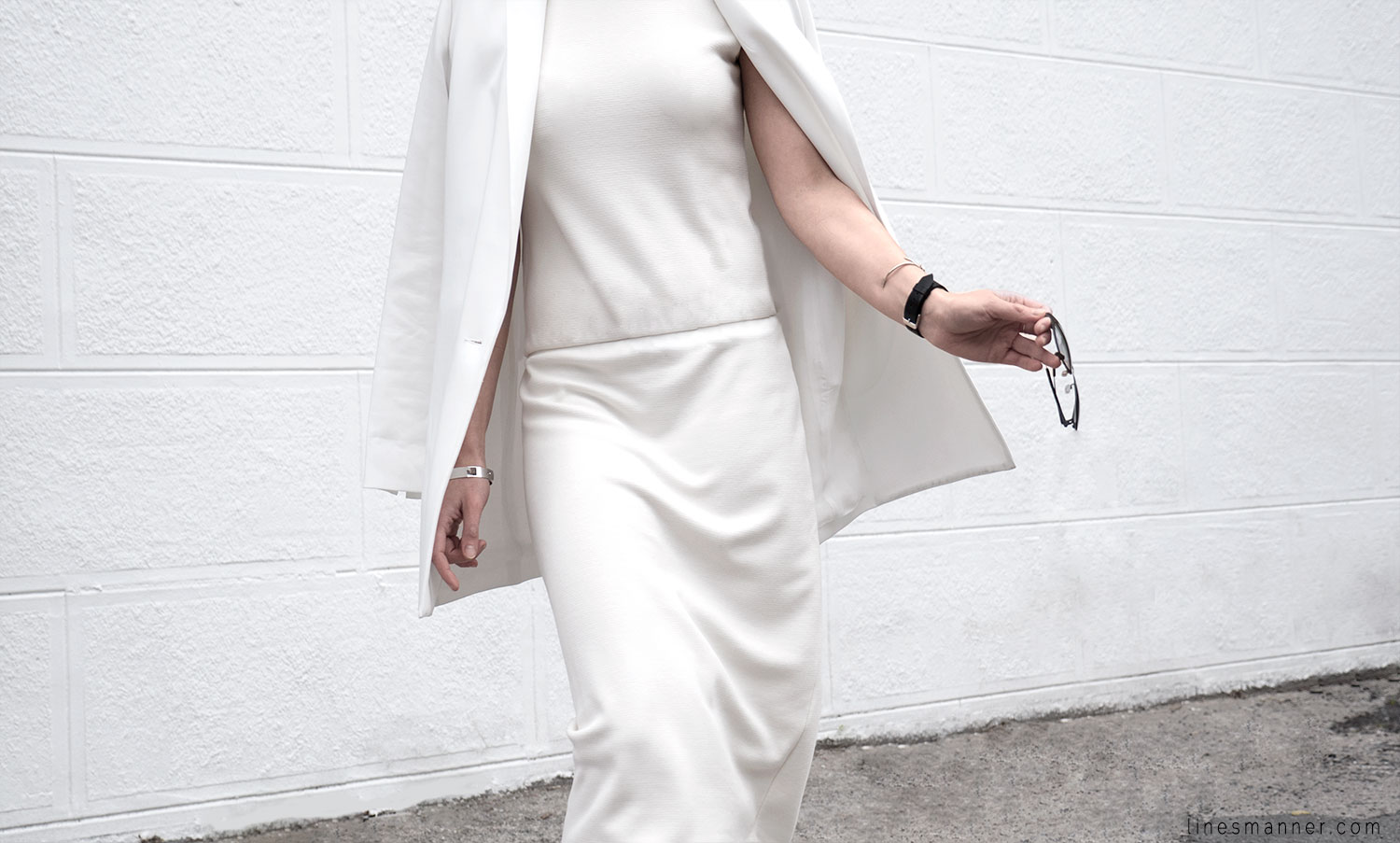 Lines-Manner-Whiteout-Fashion-Outfit-White-Bright-Simplicity-Elegance-Effortless-Anecdote-Degree_Seven-Quality-Summer-Minimal-Essential-Modern-Sleek-Details-3