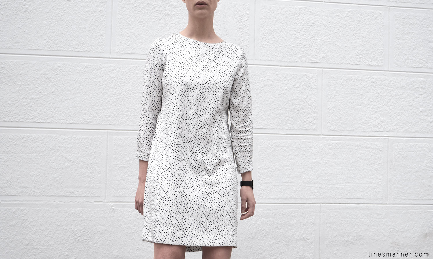 Lines-Manner-Minimal-Oldies-Dress-Sandro-Timeless-Design-Black_and_White-Details-Simplicity-Essential-Summer-Print-Quality-Wardrobe-8