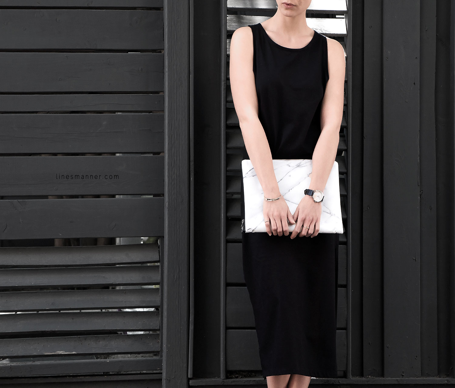 Lines-Manner-Minimal-Clean-Simplicity-Slide_Slit_Dress-Organic_Cotton-Rada_Studio_Essentials-Marble-Details-Outfit-Fashion-Monochrome-Timeless-Modern-Handmade-3