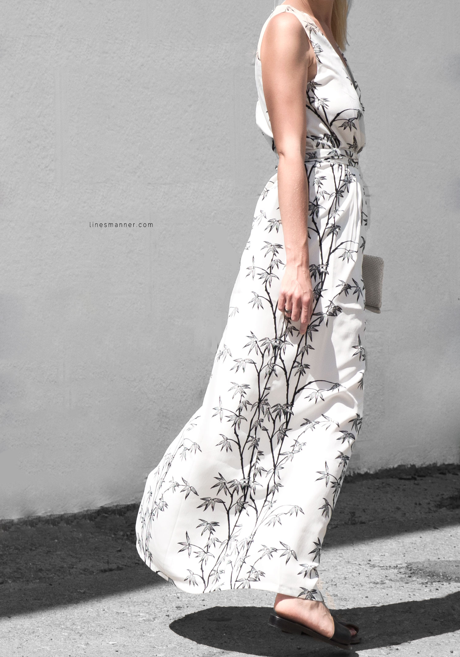 Lines-Manner-Minimal-Simplicity-Essentials-Bon_Label-Neon_Rose_Print-Bamboo-Slit_Dress-Wrap_Dress-Maxi_Dress-Fesh-Black_and_White-Casual-Elegant-Bright-Monochrome-15