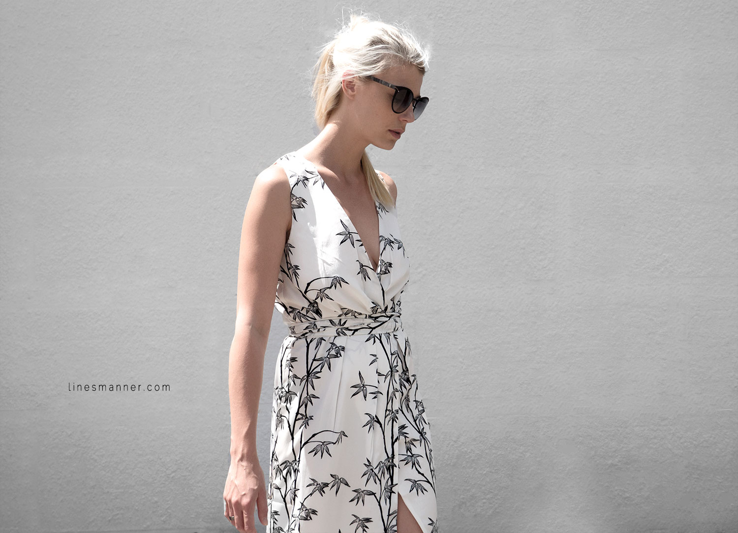 Lines-Manner-Minimal-Simplicity-Essentials-Bon_Label-Neon_Rose_Print-Bamboo-Slit_Dress-Wrap_Dress-Maxi_Dress-Fesh-Black_and_White-Casual-Elegant-Bright-Monochrome-13