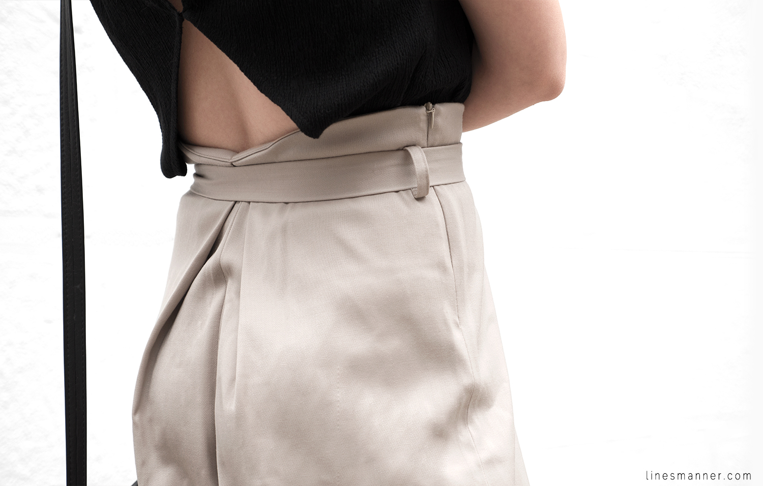 Lines-Manner-Neutrals-Quality-Lora_Gene-Wide_Leg_Pant-Modern-Sophistication-Tailored-Essentials-Details-Simplicity-Summer_vibes-Volume-Proportion-Flowy-14