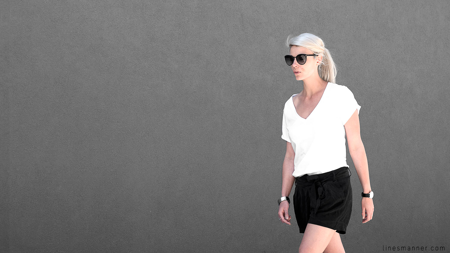 Lines-Manner-Minimal-Monochrome-Simplicity-Ethical-Organic-Fashion-Outfit-Details-Essentials-Black_and_White-Quality-Bon_Label-V_neck-Bright-2