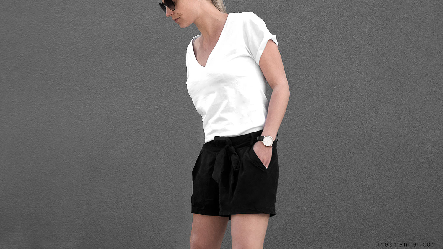 Lines-Manner-Minimal-Monochrome-Simplicity-Ethical-Organic-Fashion-Outfit-Details-Essentials-Black_and_White-Quality-Bon_Label-V_neck-Bright-6