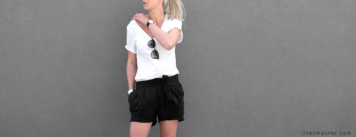 Lines-Manner-Minimal-Monochrome-Simplicity-Ethical-Organic-Fashion-Outfit-Details-Essentials-Black_and_White-Quality-Bon_Label-V_neck-Bright-4