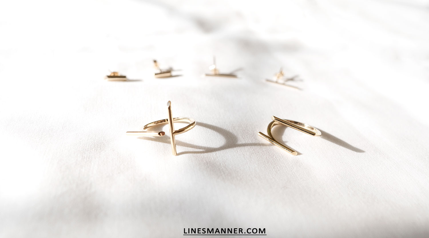 Lines-Manner-Bloglovin-Mejuri-Collaboration-Contest-Minimalism-Edge-NYC-Scandinavian-Pure_and_Simple-Essentials-Details-Gold-Vermeil-Jewelry-Rings-Earrings-White-Whiteout-Subtil-Linear-Geometric-6