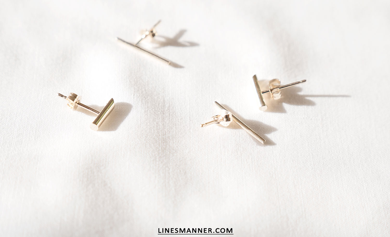 Lines-Manner-Bloglovin-Mejuri-Collaboration-Contest-Minimalism-Edge-NYC-Scandinavian-Pure_and_Simple-Essentials-Details-Gold-Vermeil-Jewelry-Rings-Earrings-White-Whiteout-Subtil-Linear-Geometric-7
