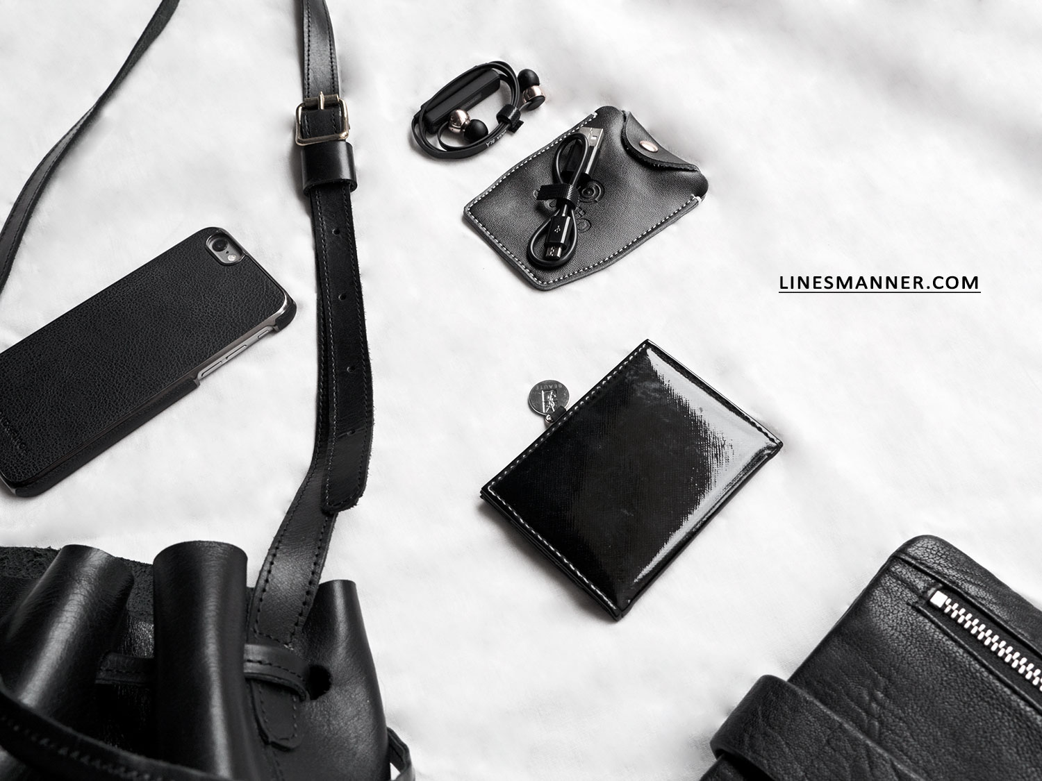 Lines-Manner-All_Back-Essentials-Bucket_bag-Utilities-Textures-Handcrafted-Leather-Sustainable-Luxury-Minimal-Details-2