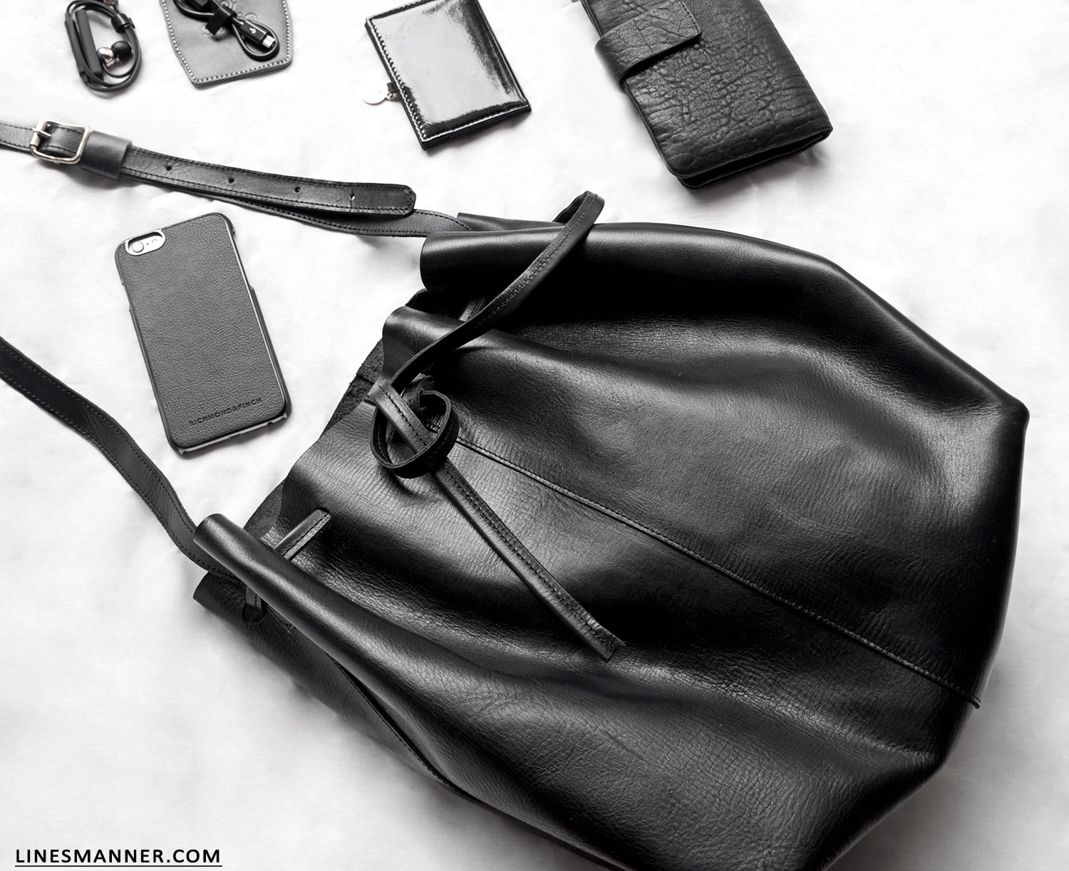 Lines-Manner-All_Back-Essentials-Bucket_bag-Utilities-Textures-Handcrafted-Leather-Sustainable-Luxury-Minimal-Details-1
