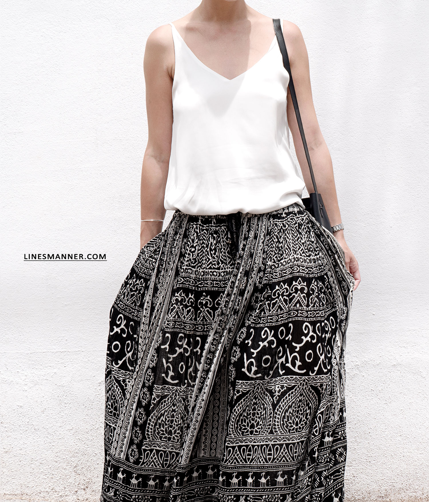 Lines-Manner-Tribal-Monochrome-Airy-Prints-Printed-Black_and_White-MVN-Details-Modern-11