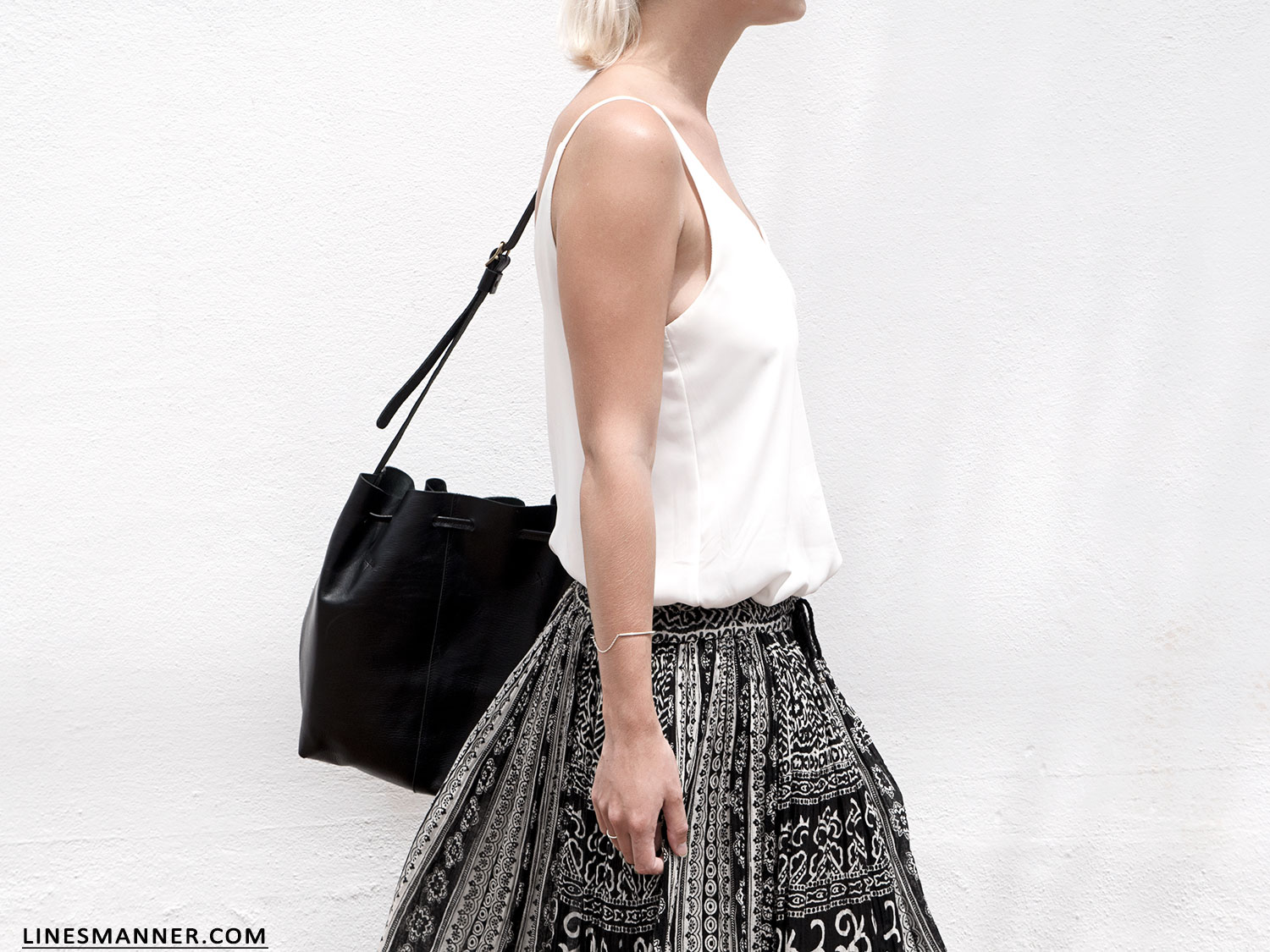 Lines-Manner-Tribal-Monochrome-Airy-Prints-Printed-Black_and_White-MVN-Details-Modern-7