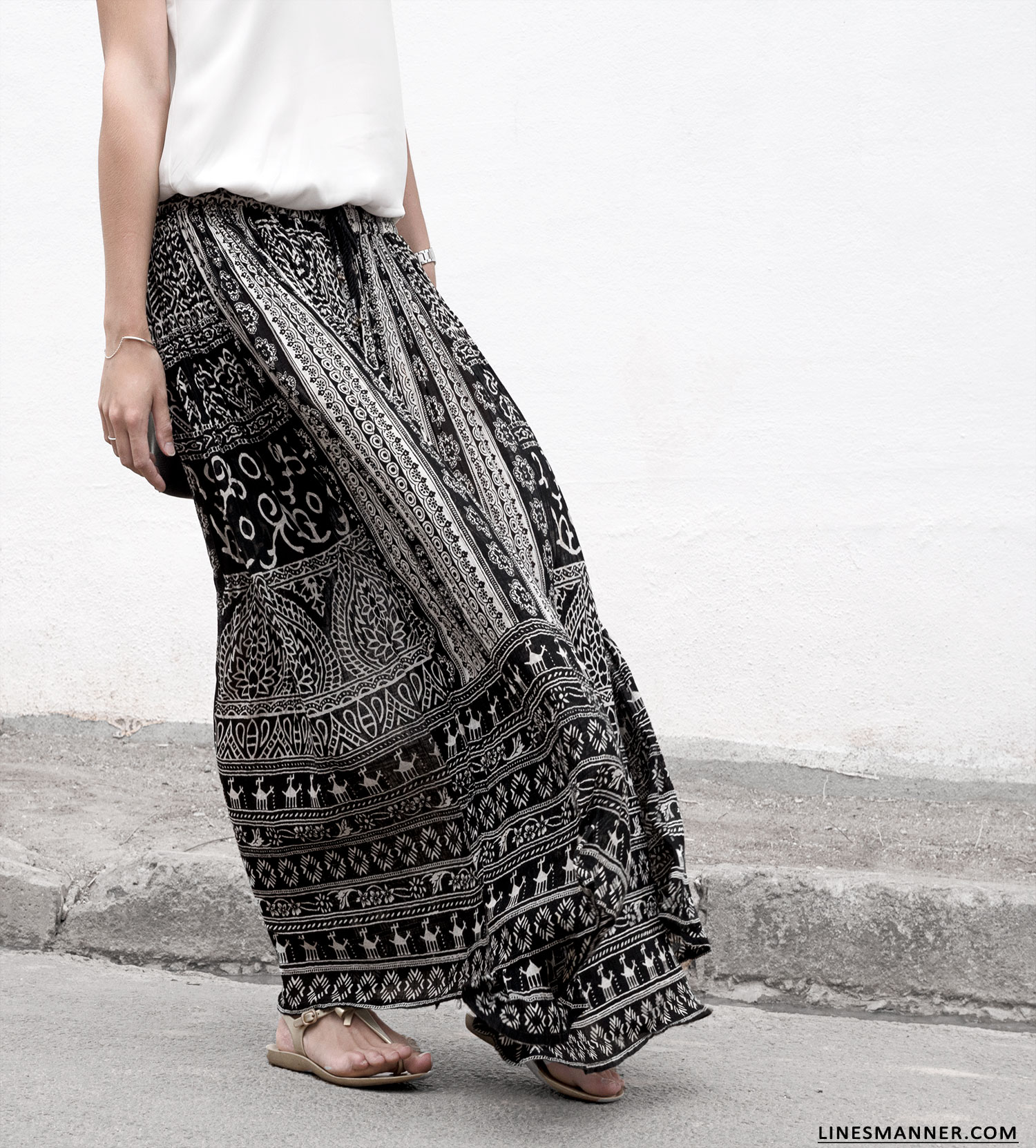 Lines-Manner-Tribal-Monochrome-Airy-Prints-Printed-Black_and_White-MVN-Details-Modern-5