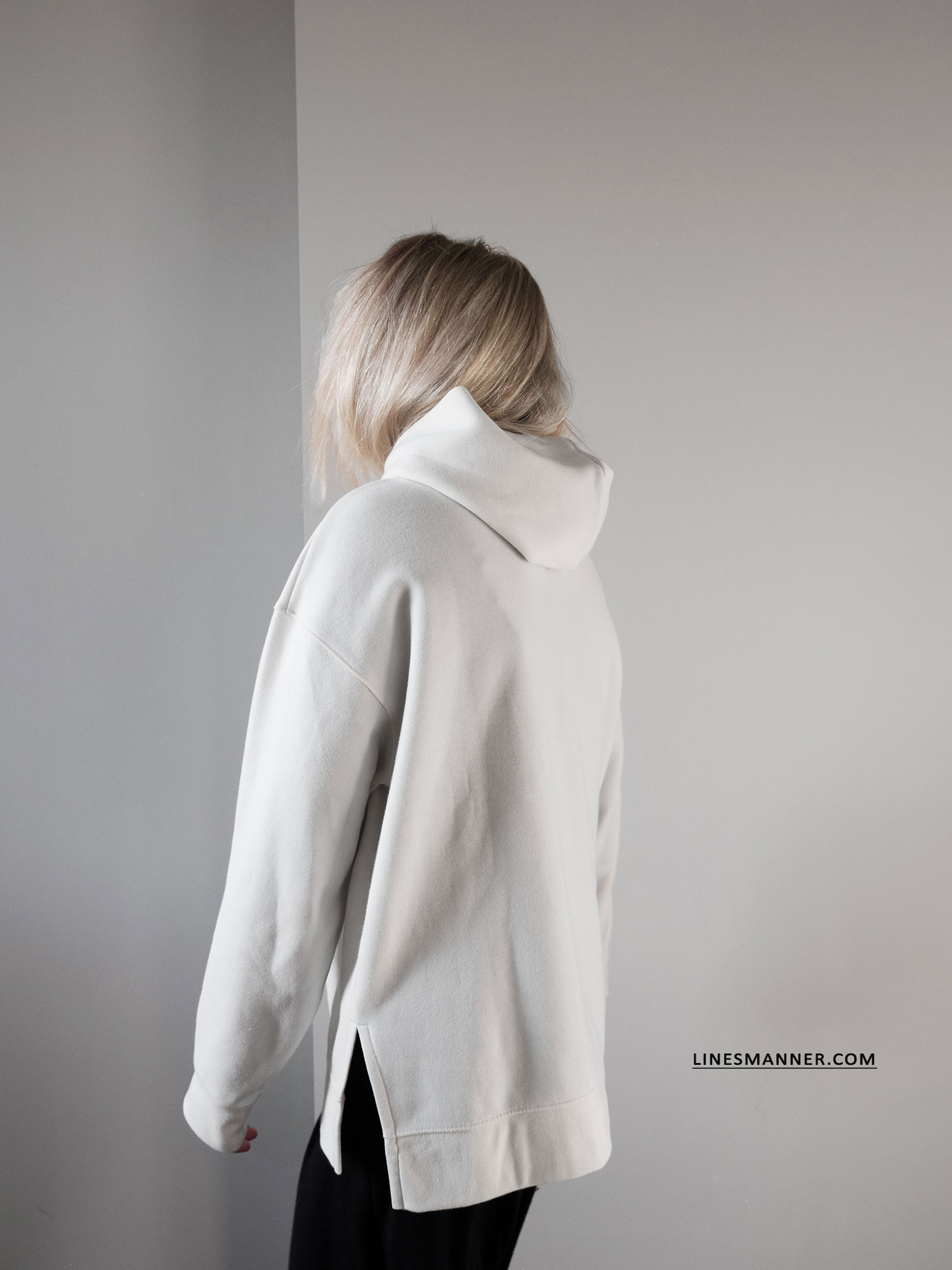 Lines_Manner-Hoodie-Minimal_Outfit-Maxi_Dress-Layering-Effortless-Sporty_Chic-Quality-Uniqlo-1